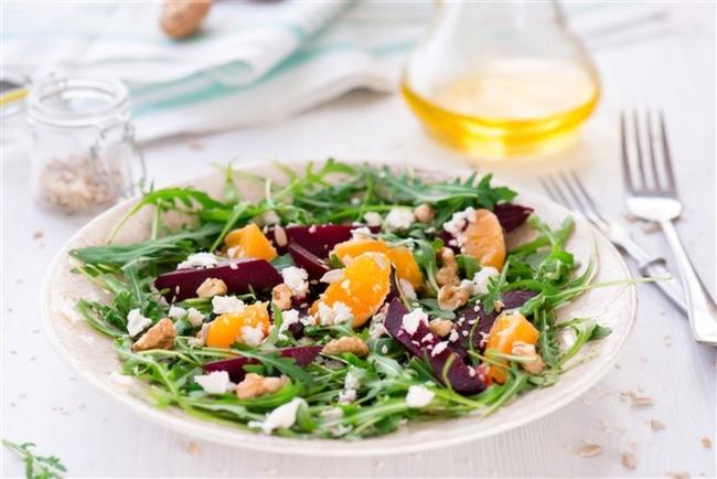 Салат с рукколой и мандарином