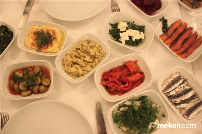 Giritli-Restoran-Süleyman-Dilsiz-mekancom-kitap