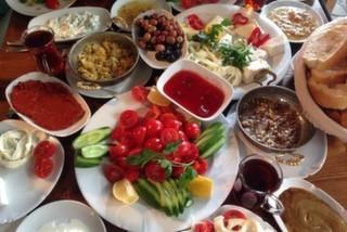 Самые Лучшие Заведения Стамбула для Натурального и Местного Завтрака