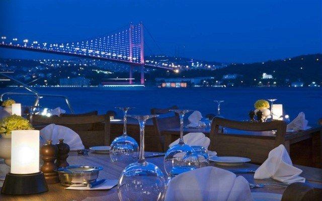 İstanbul Boğazı'nın Eşsiz Manzarasına Sahip Ortaköy Radisson Blu Bosphorus Hotel'de Akşam Yemeği