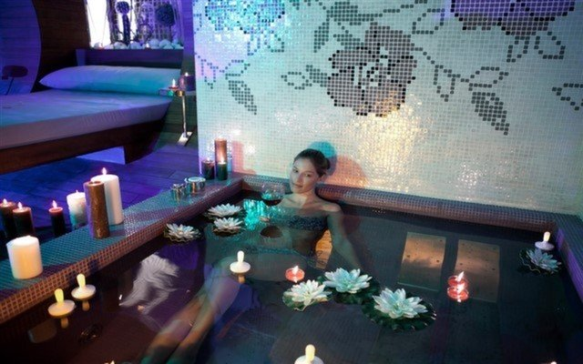 Medikal Terapist Eşliğinde Masaj, Full Spa, Jakuzili Yüzme Havuzu, Sauna, Buhar Odası Kullanımları