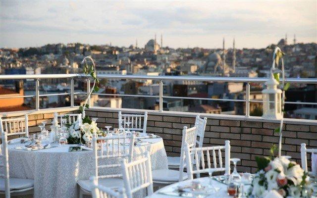 Galata Roof'ta Nefes Kesen Manzara Eşliğinde Dopdolu Brunch Menüsü