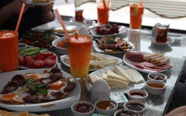 Adalar Manzarasına Karşı Sınırsız Çay Eşliğinde Zengin Serpme Kahvaltı