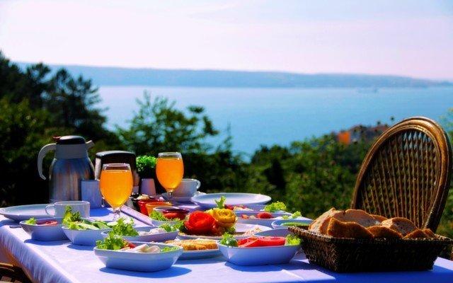 Boğaz Manzarasının ve Kahvaltı Keyfinin Tadını Bir Arada Çıkarabileceğiniz Taşlıhan Butik Otel & Restaurant'ta, Sınırsız Çay Eşliğinde Brunch Keyfi!