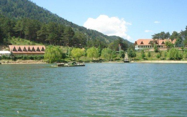 Muhteşem Bir Doğa! Renkli Göl Sünnetgölü Doğal Yaşam Oteli'nde 2 Kişi Konaklama