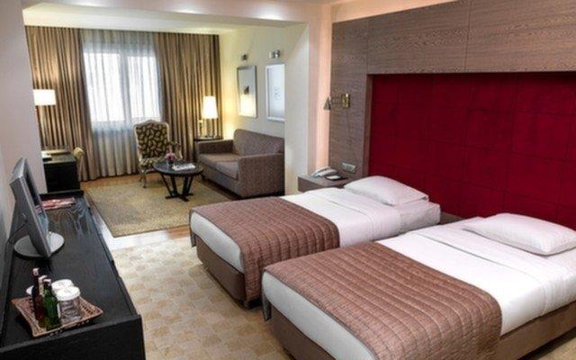 Holiday Inn İstanbul, Kadıköy'de Tek veya Çift Kişilik Kahvaltı Dahil Konaklama